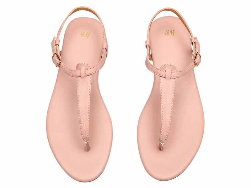 Pink sandals by H&M Dubai available at Mall of the Emirates and Majid Al Futtaim City Centres